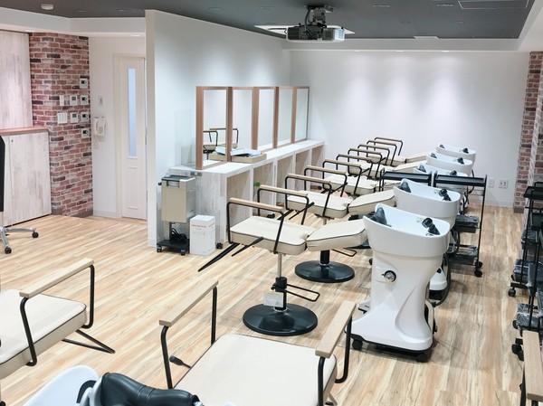 美容実習室写真.jpgのサムネイル画像