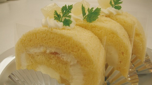 桃のロールケーキ.jpg